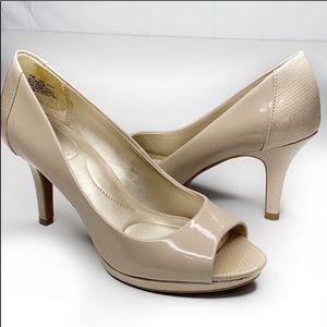 Bandolino B Fiexible Tan Peep toe shoe 7